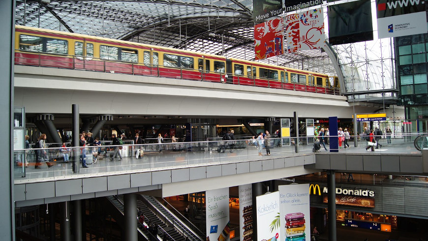 Einkaufsbahnhof -  Hauptbahnhof Berlin