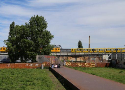 U-Bahn-Begegnung am Gleisdreieck