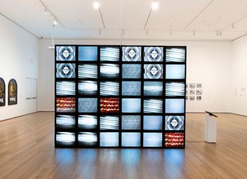 Adrian Piper, Mauer, 2010. Video Installation