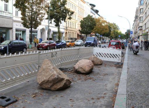 Bergmannstraße mit Findlingen